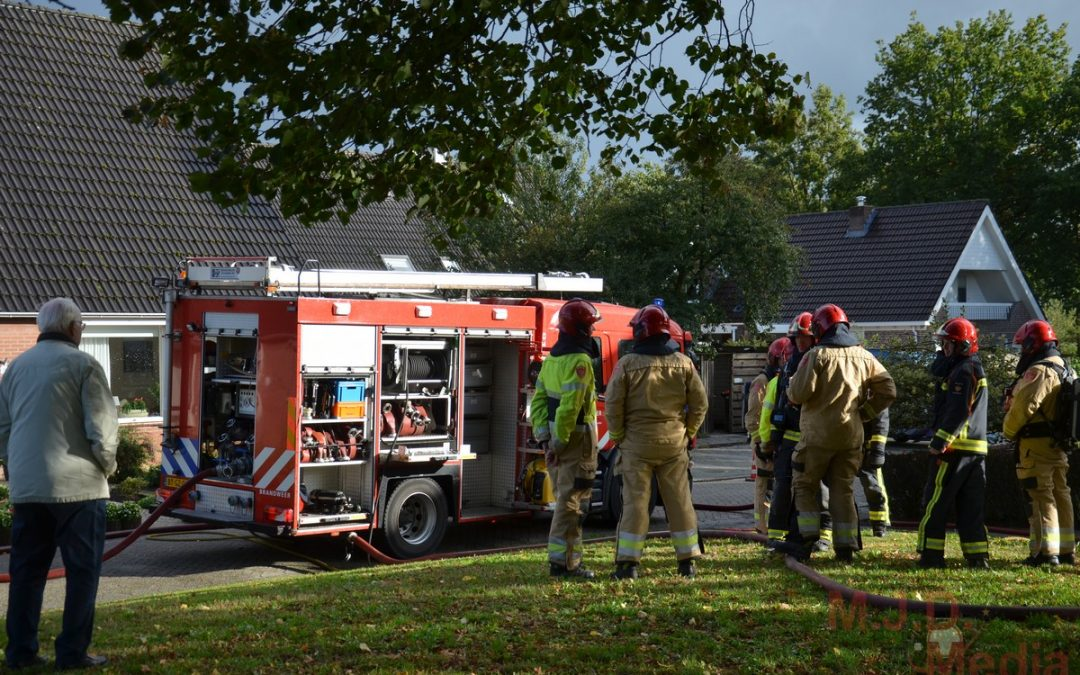 Brandweervrouw gewond bij woningbrand