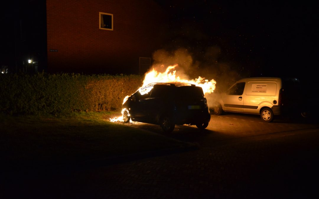 Auto uitgebrand in de Overijsselselaan