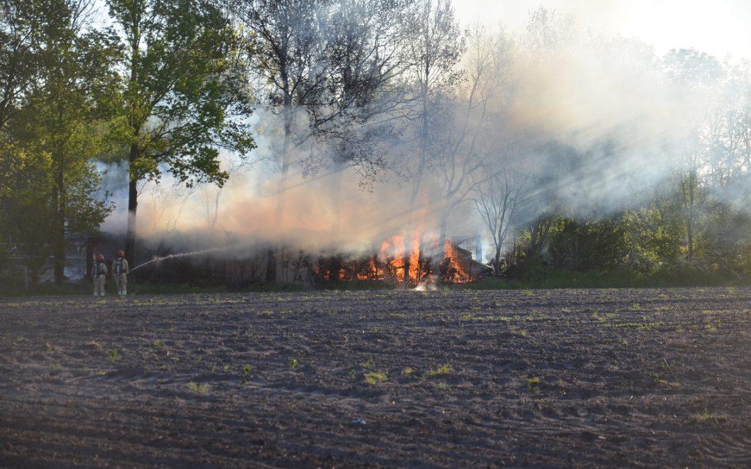 Uitslaande brand in schuur Onstwedde